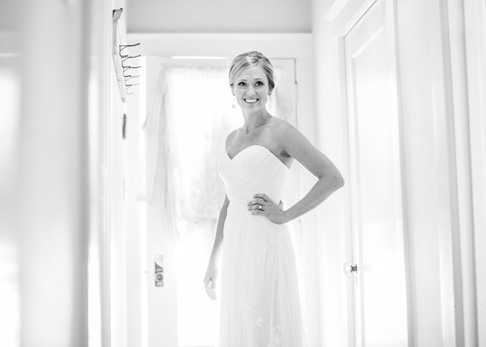 Black and white portrait of stunning bride.